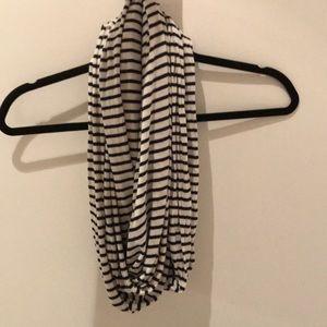 Brandy Melville striped scarf